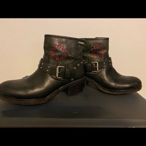 Women's black Pikolinos boots floral 8